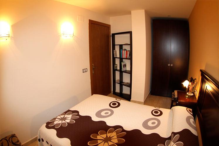 03_apartament_habitacio2_dormir_ager